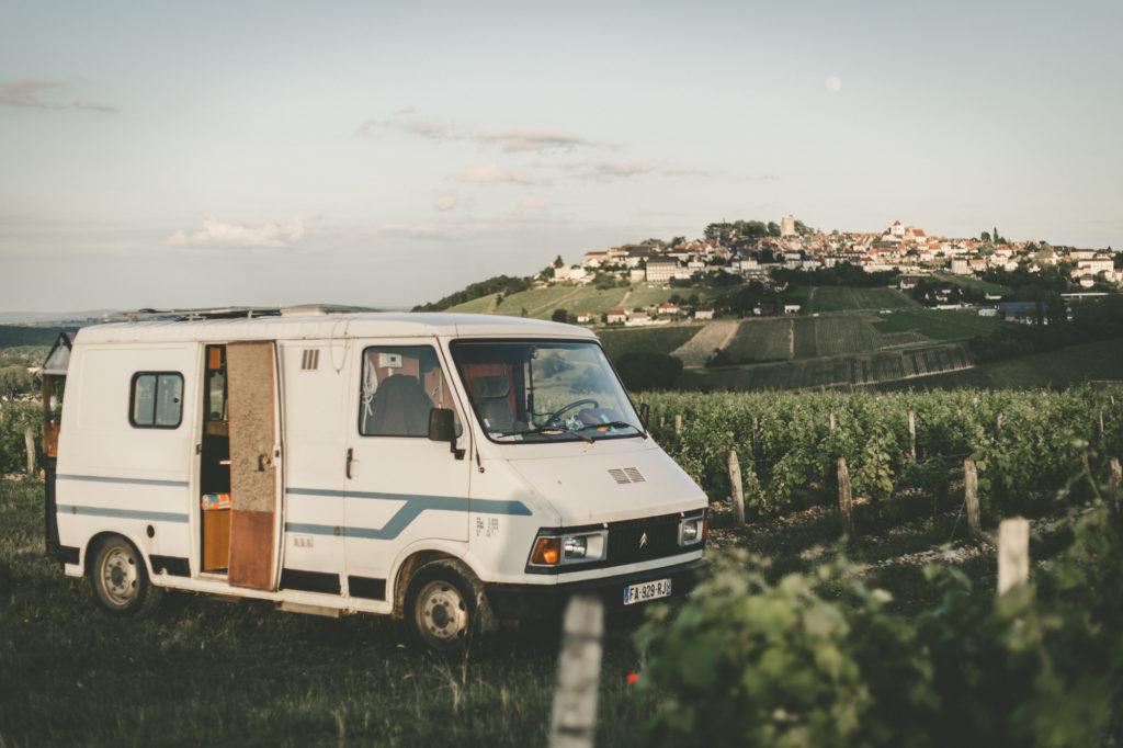 Popeye, le camion, au milieu d'un beau paysage