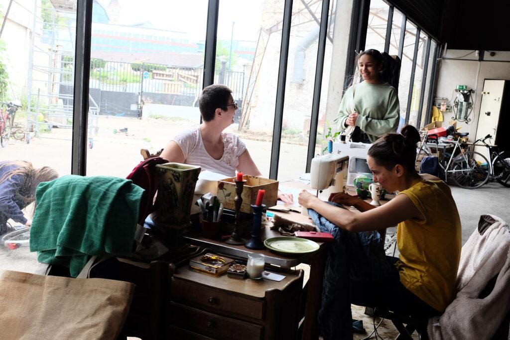 atelier couture avec deux personnes